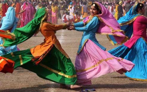 la_tradizionale_danza_delle_spada_in_occasione_dei_festeggiamenti_della_repubblica_indiana_festa_india_4