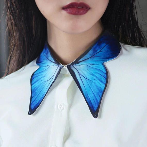 Fine Art Collection gorgeous white Shirt with blue butterfly wing collar and cuff design
