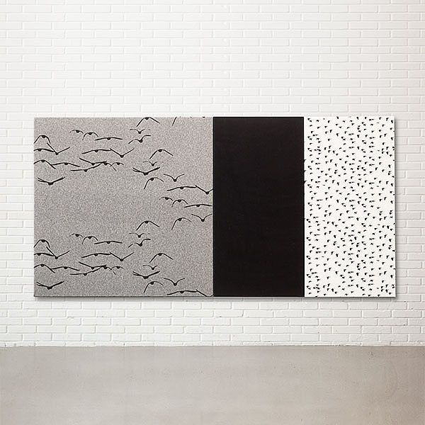 Vægpaneler: Extruderet aluminiumprofil skjult under udspændt stof. Betrækket er påsyet elastik, der sikrer konstant udstramning af stoffet. Betrækket er aftageligt og kan renses. Se de mange designs: http://kurage.dk/akustik/