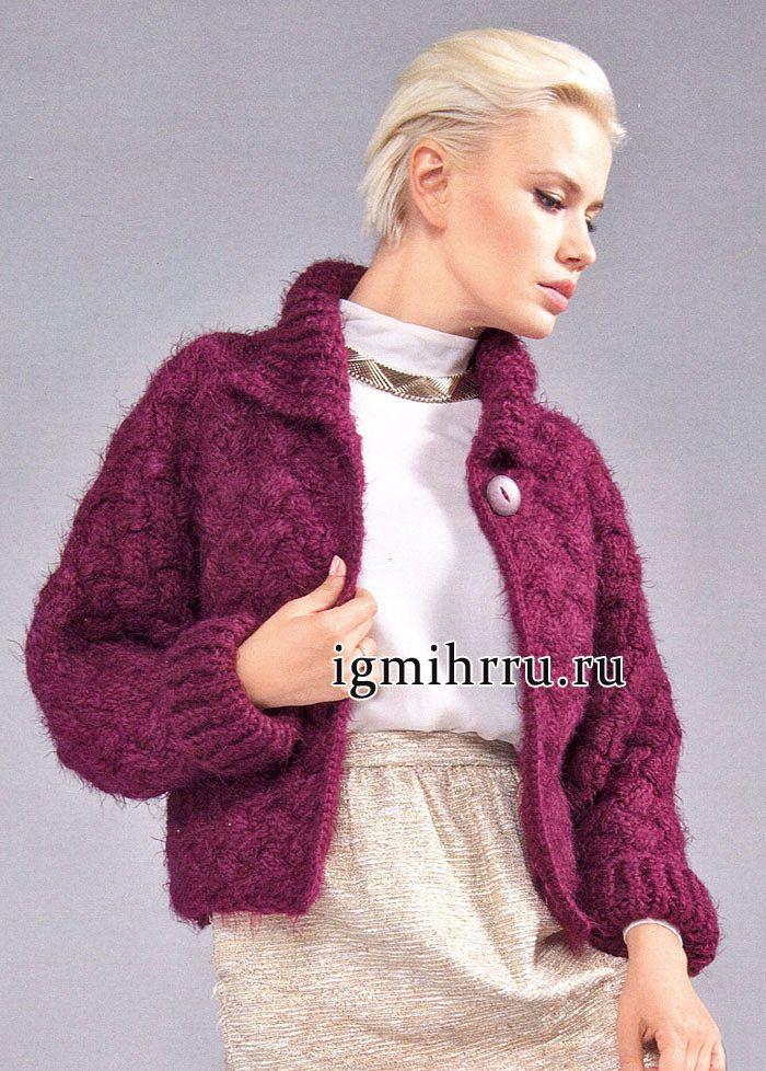campera de abrigo marrón suave y esponjosa con el patrón de fantasía.  tejido de punto