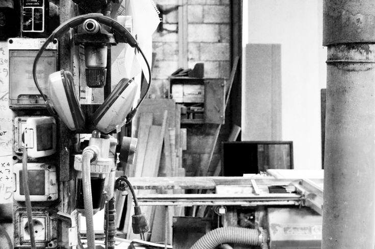 En el taller, donde la madera y el hierro se unen. #northernsons #hardcraftfurniture #taller #workshop #workinprogess #madera #wood #iron #hierro #mobiliario #interiorismo #coruña #sada #carpenter #photography #blackandwhite
