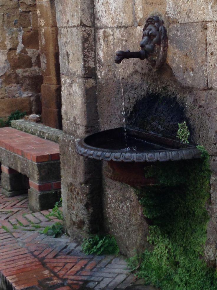 La fontanella sulla piazza