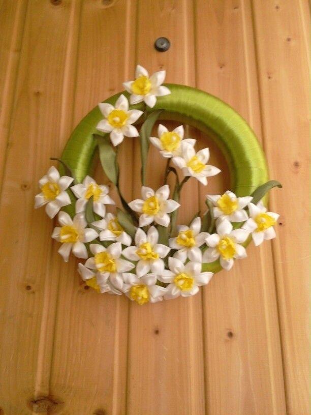 Narcis zo saytenovej stuhy