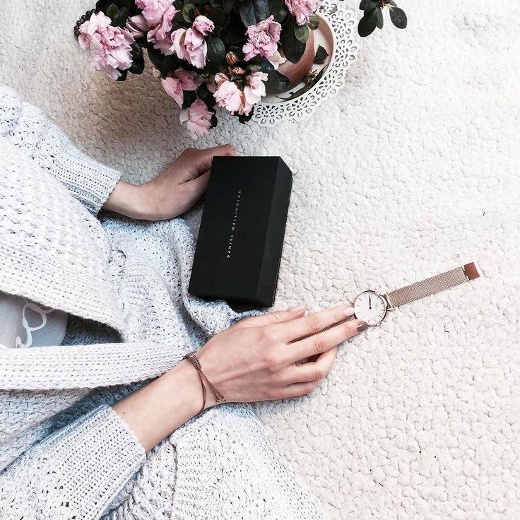 """New love Classic Petite Collection od @danielwellington  // na hasło """"DWjuliette"""" -15% do 15.05.2017 #danielwellington #dwclassicpetite #flowers #spring #minimalism #grey"""