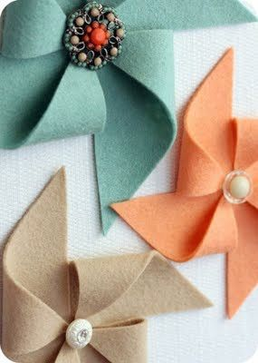 Felt pinwheels. Cute idea for gift wrap