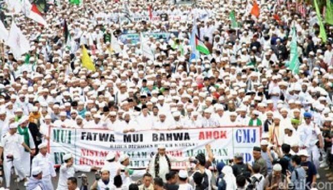 Covesia.com - Indonesia Police Watch (IPW) mengecam keras rencana Polri yang akan menurunkan aparat kepolisian yang berjubah dan bersorban dalam pengamanan...