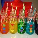 Bebidinhas coloridas da festa do arco-íris