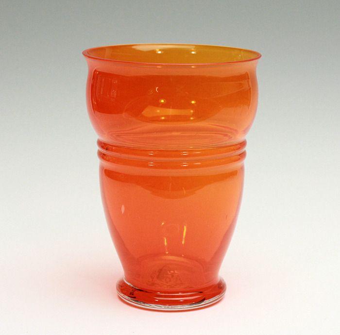 A.D. Copier bekervaas - Wilhelminabeker - oranjevaasje `Oranjeboom 1901-1926`, Glasfabriek Leerdam Een zeer zeldzaam oranjevaasje, gemaakt ter gelegendheid van het 25-jarig huwelijk van Koningin Wilhelmina met Prins Hendrik.