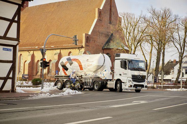 Супер-безопасный грузовик Mercedes-Benz выехал на дороги