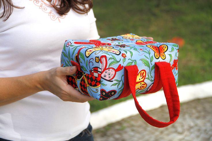 Lunch Bag com forro térmico. Para levar seu almoço no trabalho com muito charme ...  Pode ser confeccionado em outros tecidos, acesse nosso mostruário para escolher   http://www.elo7.com.br/lunch-bag/dp/340BBB R$42,00