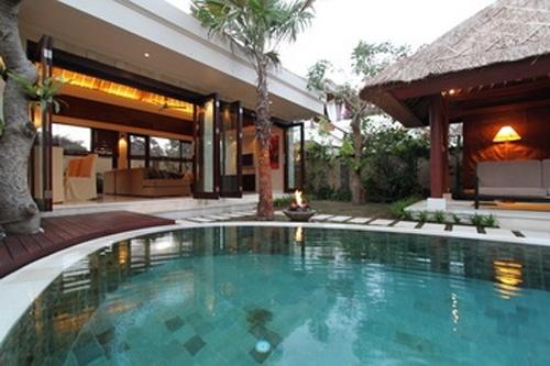 Bali hut and indoor/outdoor living. Dreamy!