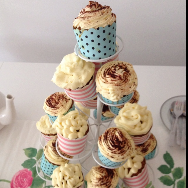 with mascarpone icing and carrot cupcakes with cream cheese icing ...