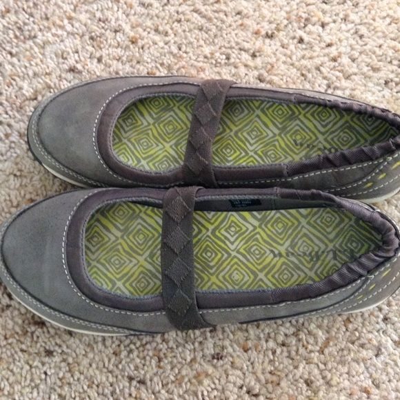 ll bean Mary Janes ll bean Mary Janes size 7.5 hardly worn L.L. Bean Shoes Flats & Loafers