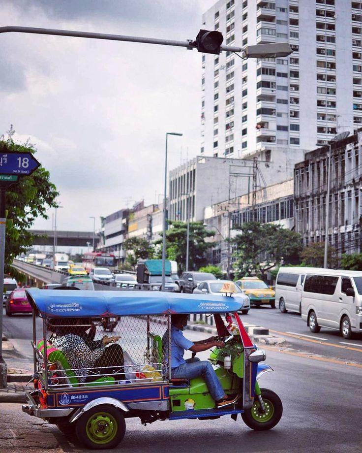 "(@ritafadeyeva) on Instagram: ""Тук- тук 😊😊😊 #бангкок #bangkok #autumn #tuktuk #november #nikon"""