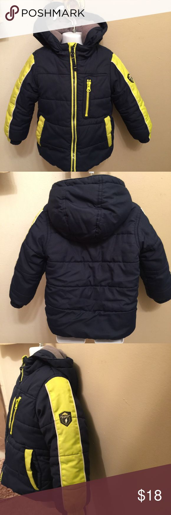 Macy's Protection System Bubble Coat Boys 24 Month Navy Blue/ Yellow 24 Months Boy's Puffer Coat From Macy's. Attached Hood, Fleece Lining. Great Condition, Gently Used. Protection System Jackets & Coats Puffers