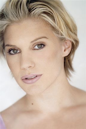 Katee Sackhoff - her hair and make-up.