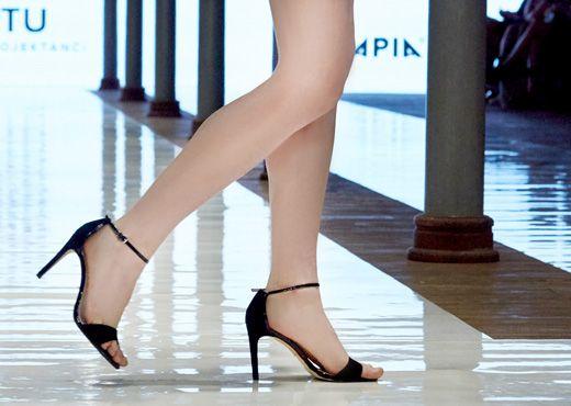 Apia sandały Deilcate pokaz ,mody Stary Browar