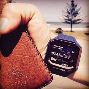 When your in Gizzy it's always Surf time! And what better to tell me when to get my ears wet then my new Ultratide⚓️ @nixon_now @nixon_aus  #surfgood #gizzy #nixon #ultratide #leather #maker #surfboard #waves #wallet #craft #pumping #eastcoast #barrels #nz