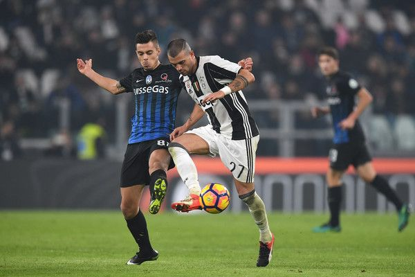 Stefano Sturaro (R) of Juventus FC is challenged by Alberto Grassi of Atalanta BC during the Serie A match between Juventus FC and Atalanta BC at Juventus Stadium on December 3, 2016 in Turin, Italy.