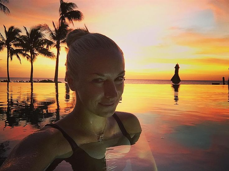 Sabine Lisicki Up for a swim in an empty pool anyone!?  #sunset #ridiculous #color #heaven #on #earth #infinity #pool #share a #smile #relax