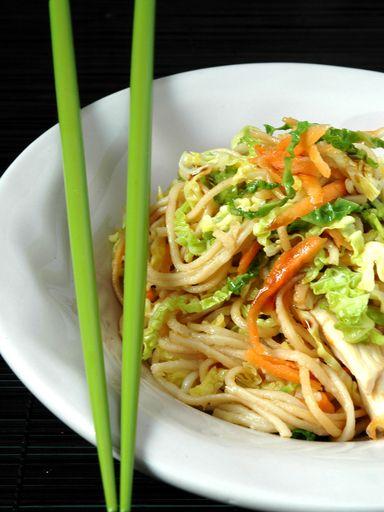 Recette de Nouilles sautées aux légumes et poulet (chine)