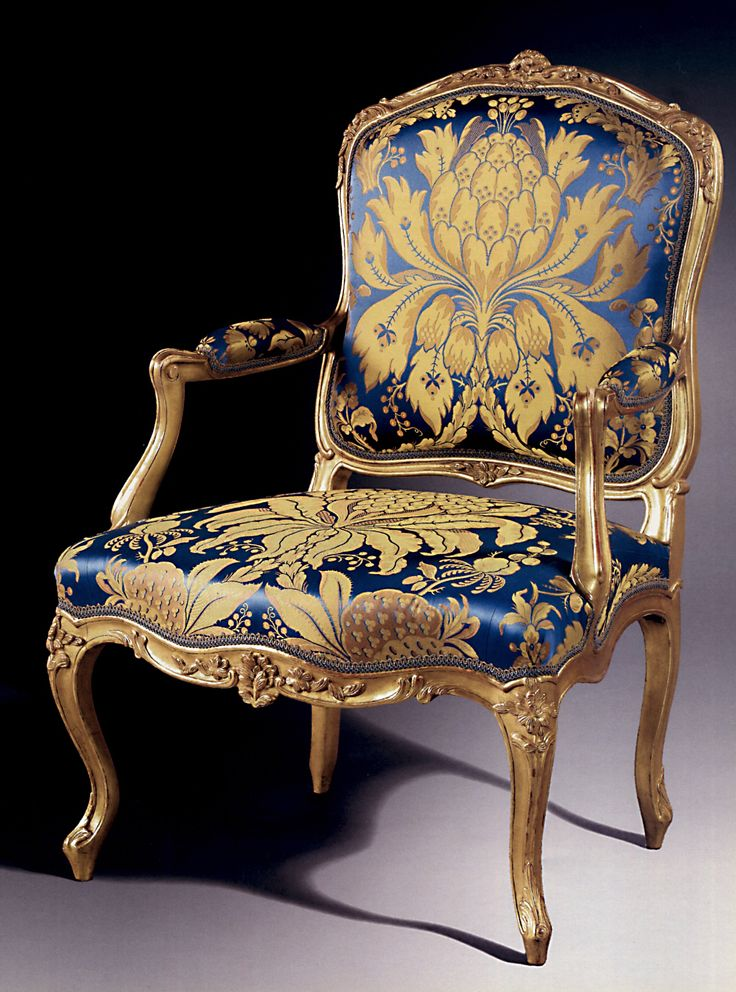 louis xv fauteuil a la reine et canap a dossier plat four carved and gilded fauteuils with