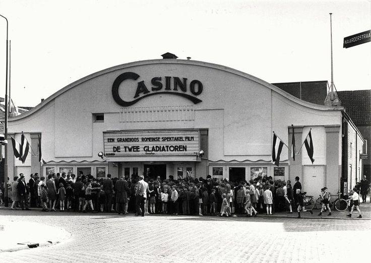 De Casino bioscoop in de Naarderstraat in de jaren 60