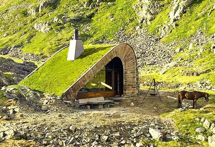 Архитектура: 10 оригинальных домов, которые сразу и не заметишь http://kleinburd.ru/news/arxitektura-10-originalnyx-domov-kotorye-srazu-i-ne-zametish/