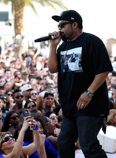 Ice Cube Photos Photos - Rapper Ice Cube performs at Daylight Beach Club at the Mandalay Bay Resort and Casino on May 6, 2017 in Las Vegas, Nevada. - Ice Cube Hosts Daylight Beach Club