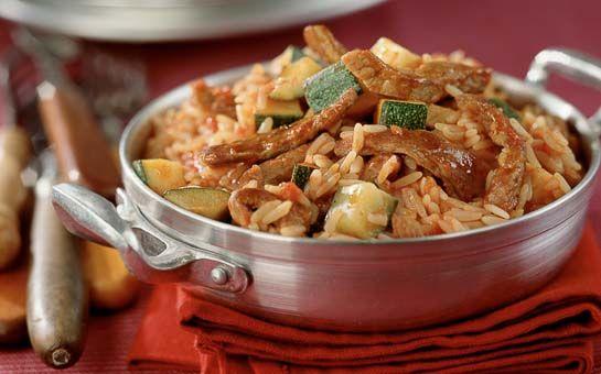 Pilav recept: pilav met varkensvleesreepjes, een klassiek gerecht en binnen een half uur op tafel. Snel makkelijk en heerlijk dit pilav recept.