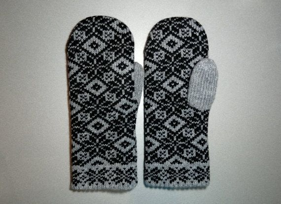 Hand-made adult mittens with star pattern 1 by LanaNere on Etsy