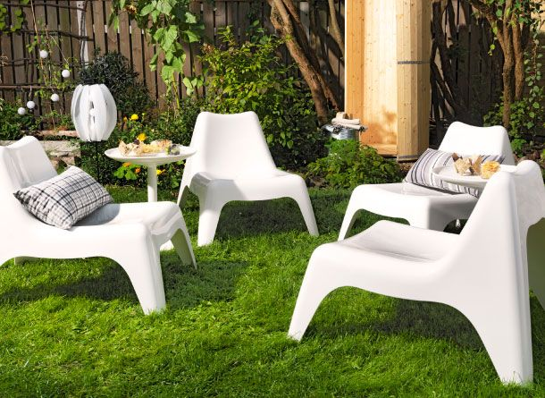 relax area in the garden with plastic easy chairs and a tray table