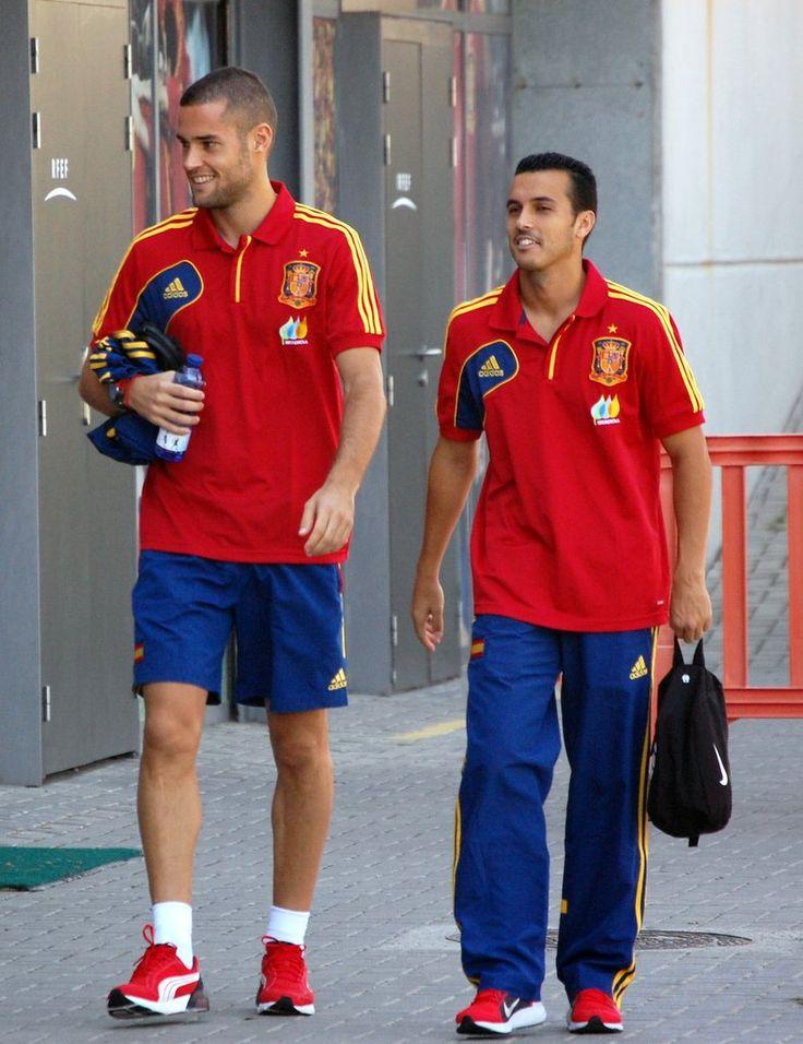 Pedro y Mario Suárez antes de una rueda de prensa en Las Rozas en 2013 #seleccionespanola #LaRoja #diariodelaroja