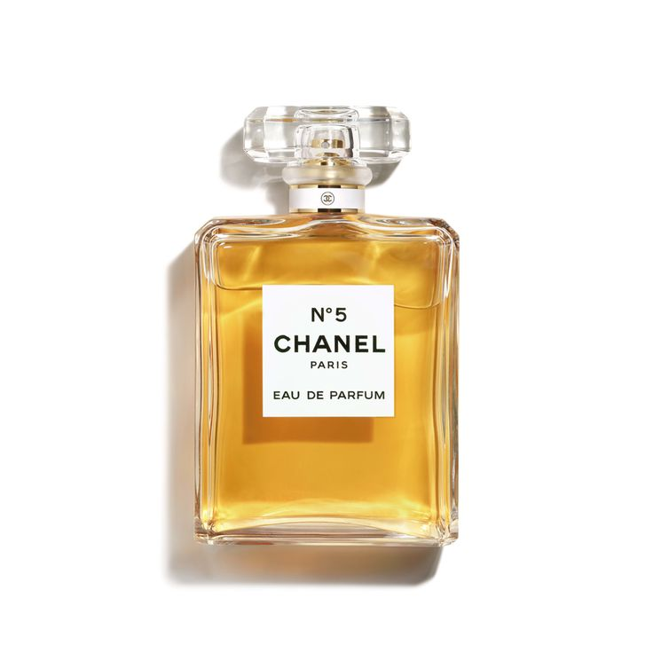 Basic Beauty Guide For That Effortless French Girl Look The Street Vibe Perfume Design Perfume Chanel Perfume