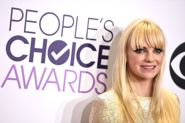 "Anna Faris: How You're Pronouncing It: En-na Fe-ris | How It's Really Pronounced: Ah-nah Fahr-is It's a common mistake to make, because even in parts of the world that aren't American, Anna normally rhymes with Vanna. The Scary Movie actress, Anna Faris, says she hates that her parents called her ""Ah-na"" instead of ""Enna"". 
