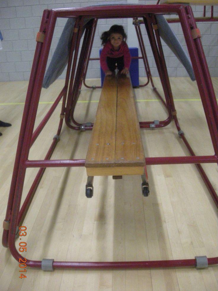 Kruiptunneltje door de trapezoide.