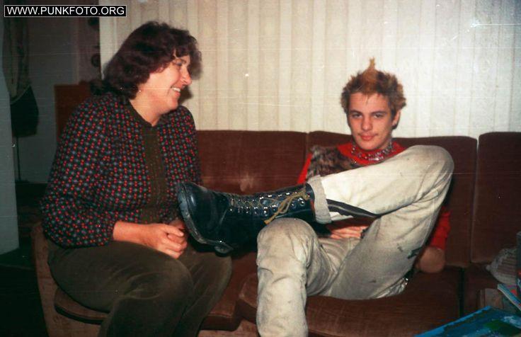 1980-2000: Berliner Punk-Leben in Nahaufnahme. 1000 Fotos!