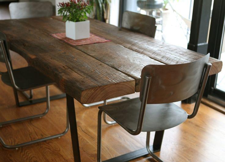 estupenda mesa de madera maciza