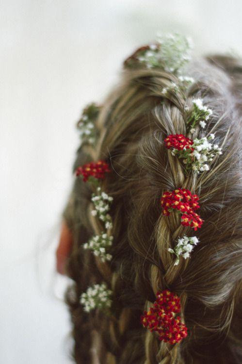 fleurs dans les cheveux <3