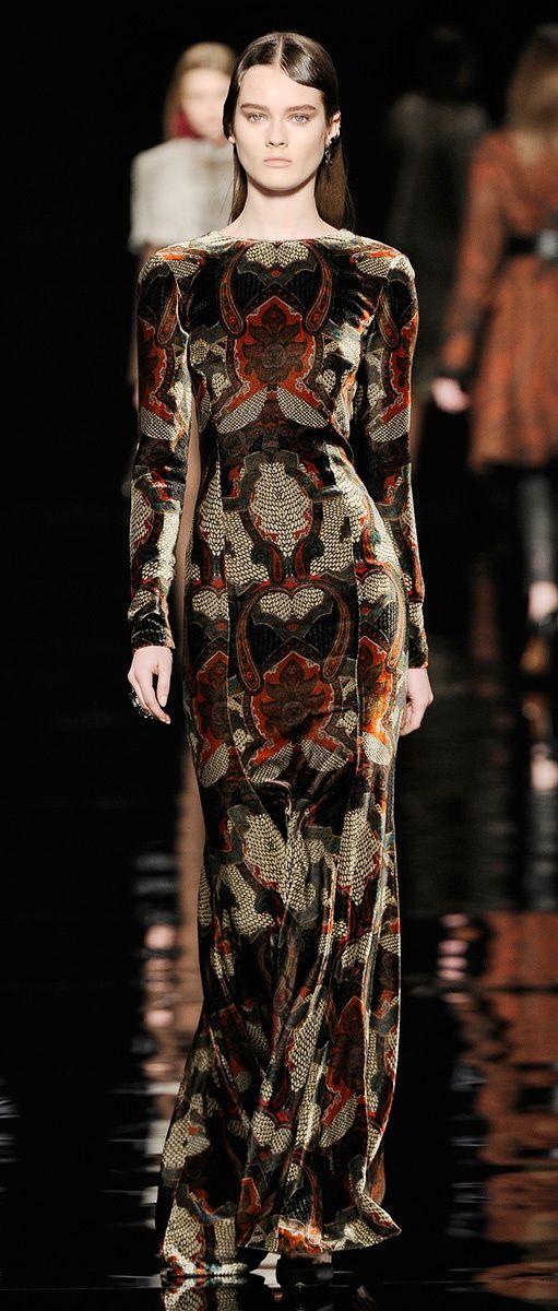 """"""" Shireen Baratheon Etro f / w 2.012-13 """" Simplemente me encanta el material Este vestido me recuerda a finales de la década de 1960 . El vestido es largo y forma bien el cuerpo . El uso patrón hace el vestido parece que se inspiró en la década de 1960"""