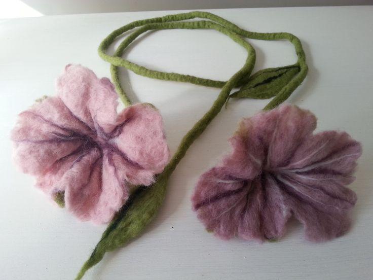 filcowy naszyjnik, wet felted flower necklace