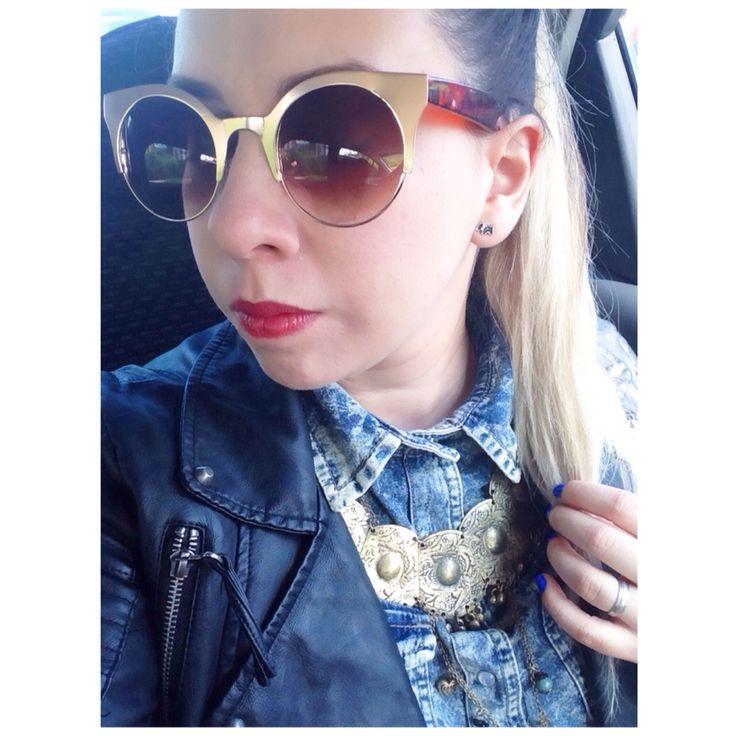Retro style Fashion blogger Oversized sunglasses  Red lips