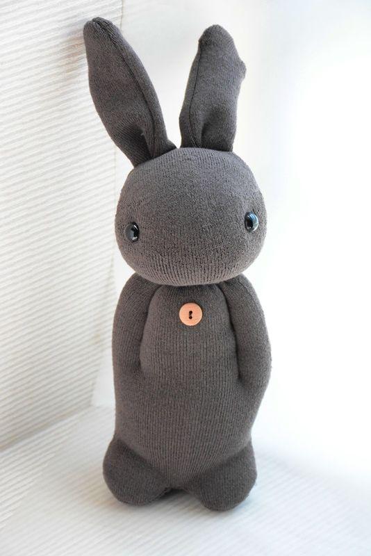Sock Rabbit. Non buttare i calzini ai quali sei affezionata #riusali #toys #manidipinella