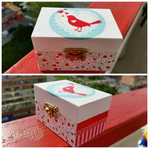 Decoupage box bird