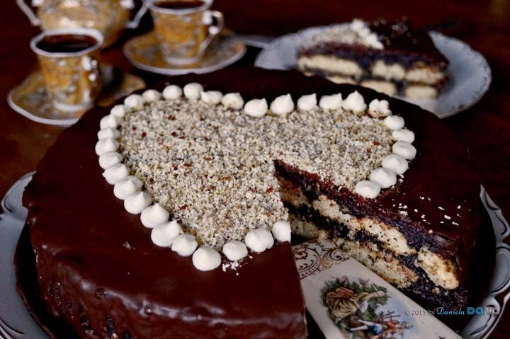 Valentine unbaked poppy cake with walnuts and flax seeds / Valentínska nepečená maková torta s orechami a ľanovými semienkami / Valentine non cuit gâteau au pavot avec des noix et graines de lin. Recipe at http://danieladanaphotographer.blogspot.sk/2015/02/valentine-unbaked-poppy-cake-with.html