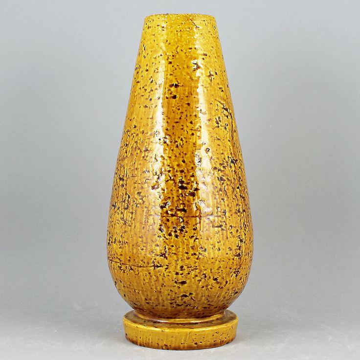 Gunnar Nylund (1940s) Rough Yellow Chamotte Vase
