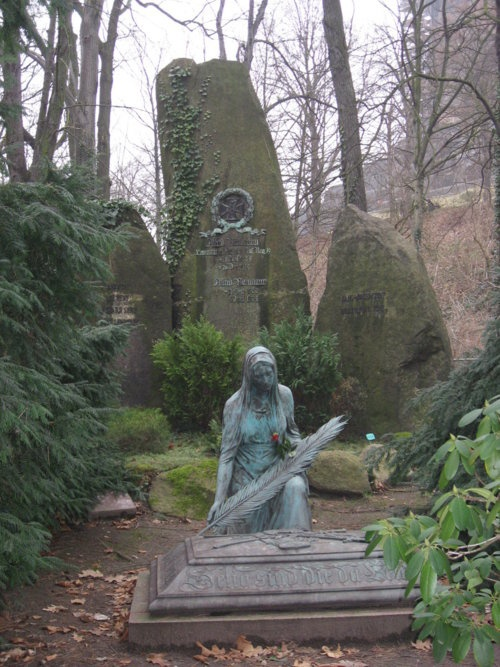 Quite beautiful...why I love wandering thru cemeteries...