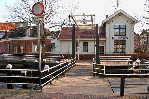 Eeldersingel: sluiskantoor. Groningen. The Netherlands.