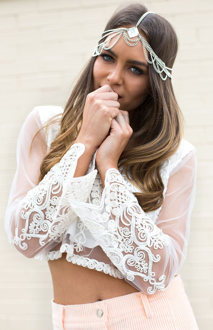 This look would be perfect for any spring special occasion. The lace white top and head-dress match perfectly with the pale pink skirt. Cute combination
