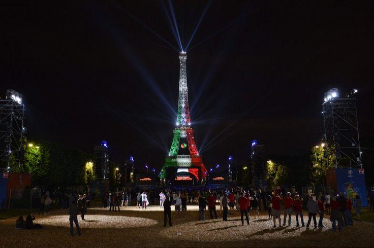 L'Italia vince contro la Spagna e non mancano le congratulazioni dei cugini francesi che illuminano la Torre Eiffel di verde, bianco e rosso. Attraverso il